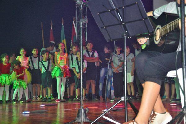 Apresentação com Escolas do Município @ Lagoa do Violão   Rio Grande do Sul   Brasil